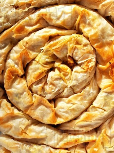 Вкусна вита баница от готови кори със сурова настъргана тиква, орехи и галета (тиквеник) за десерт - снимка на рецептата